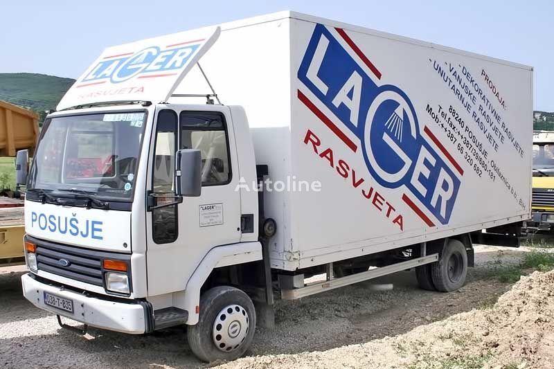 FORD DC dobozos teherautó